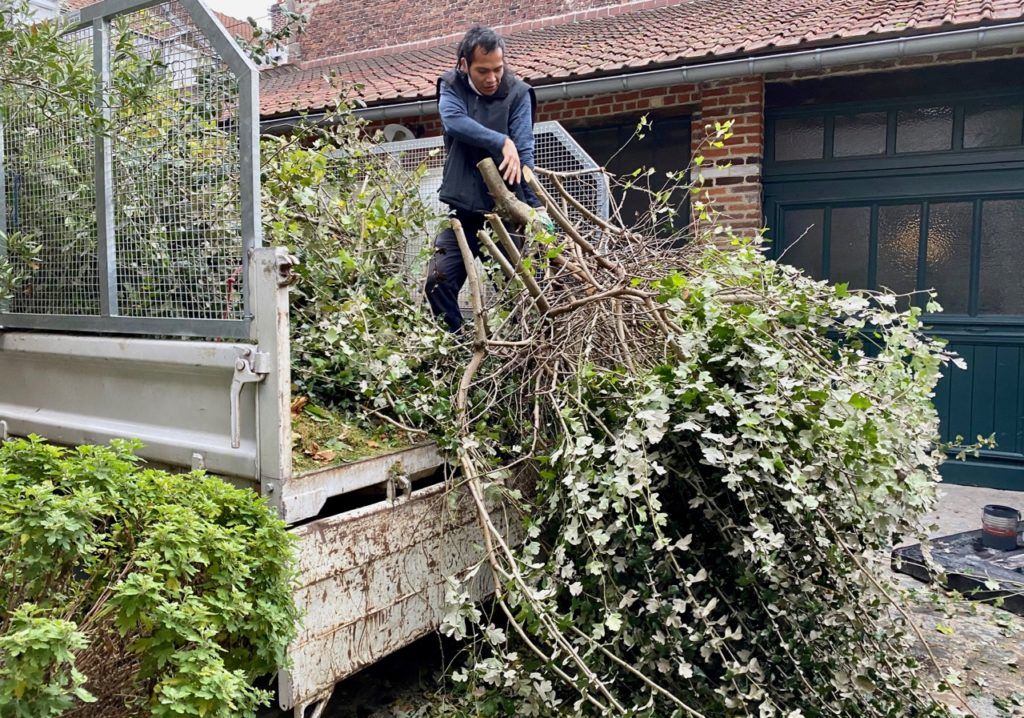 Jardin-chargement-branches-camion
