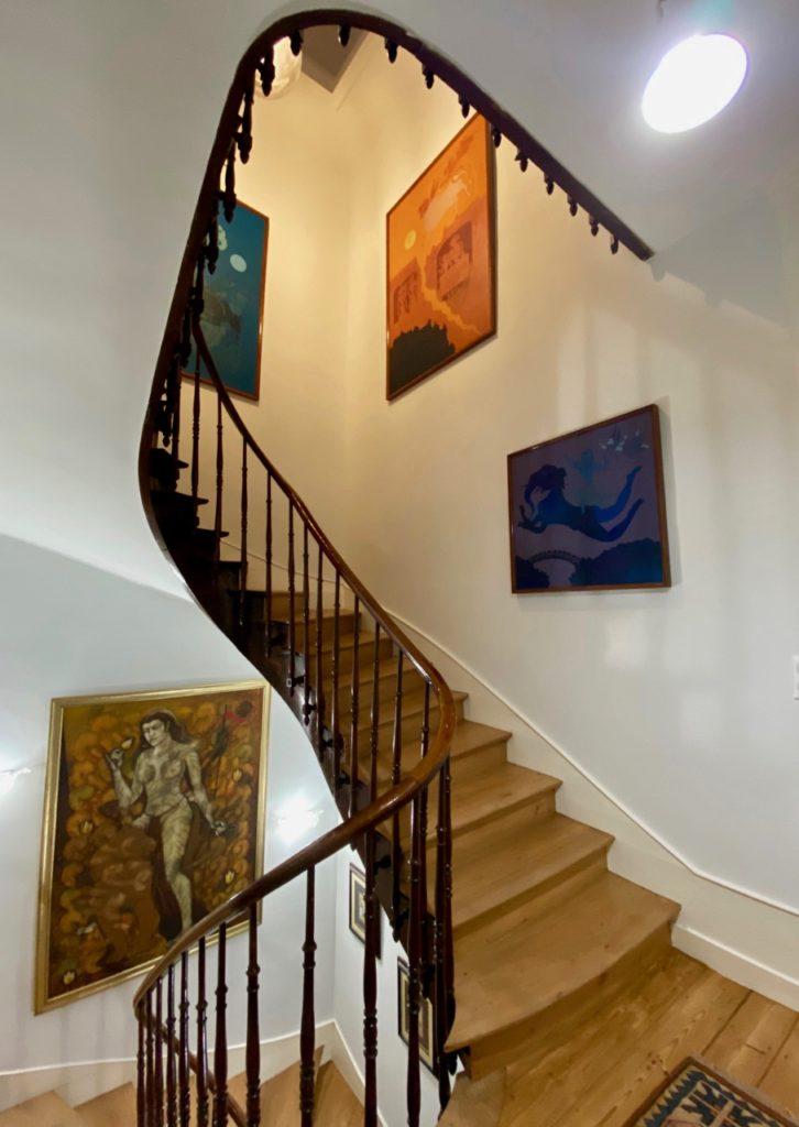 Les-Chambres-du-Palais-Douai-escalier