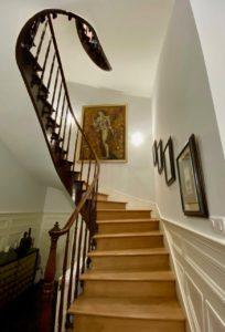 Les-Chambres-du-Palais-Douai-montee-escalier-