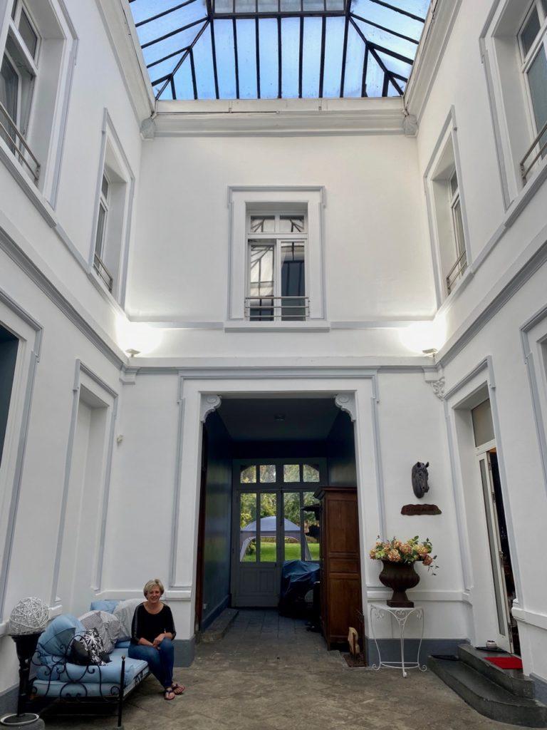 Maison d'hotes-Le-Carre-des-Arts-Le-Cateau-cour-interieure