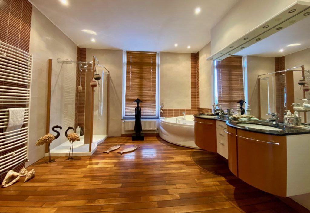 Maison d'hotes-Le-Carre-des-Arts-Le-Cateau-salle-de-bain