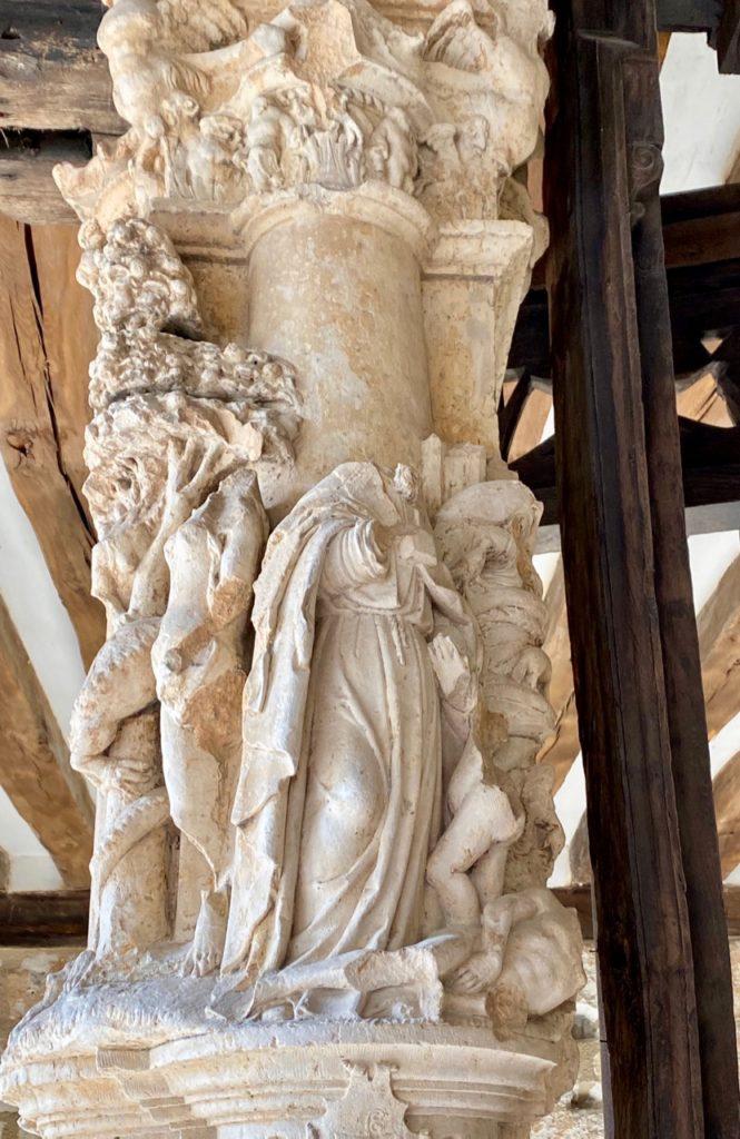 Nouveautes-culturelles-a-Rouen-Aitre-Saint-Maclou-pilier