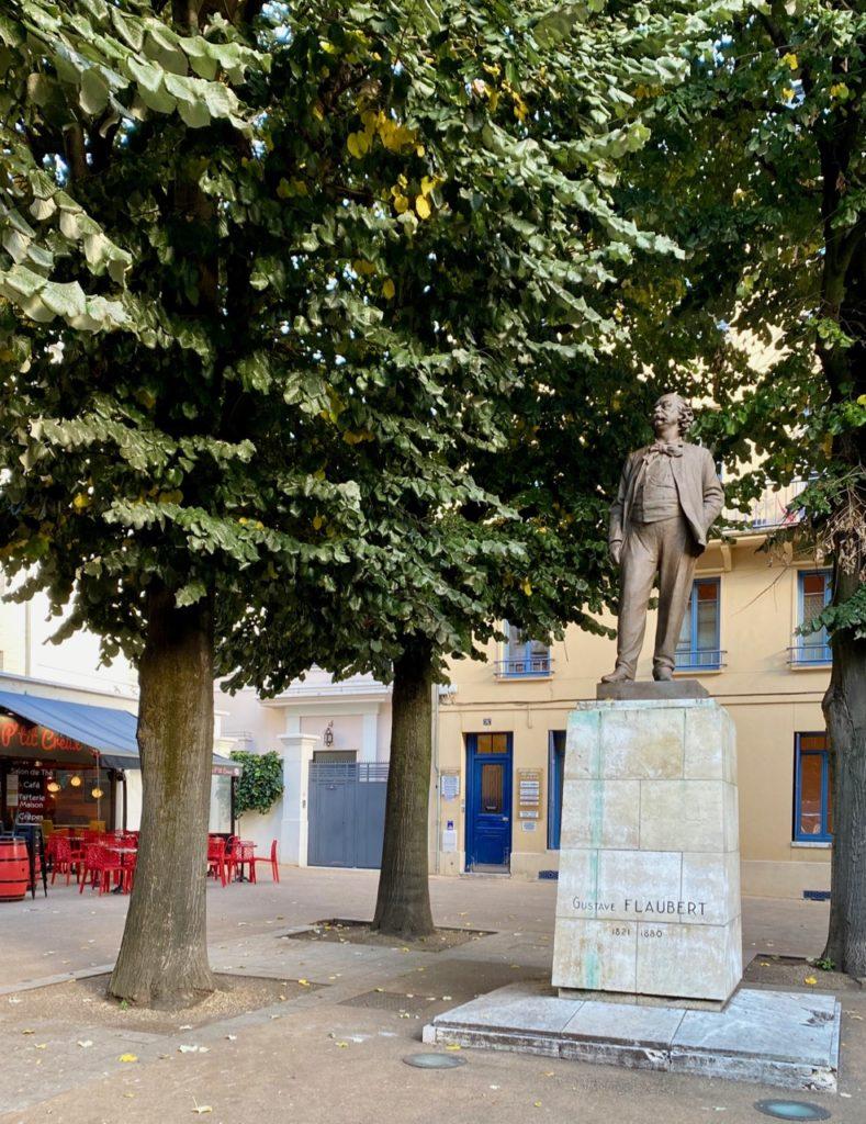 Nouveautes-culturelles-a-Rouen-Run-&-Visit-statue-Flaubert