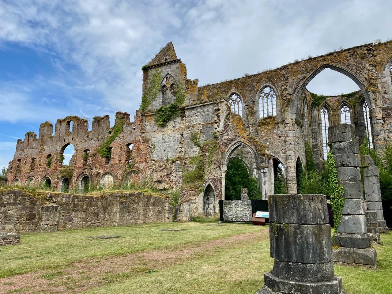 Pays-des-Lacs-Thuin-abbaye-d-aulne-ruines