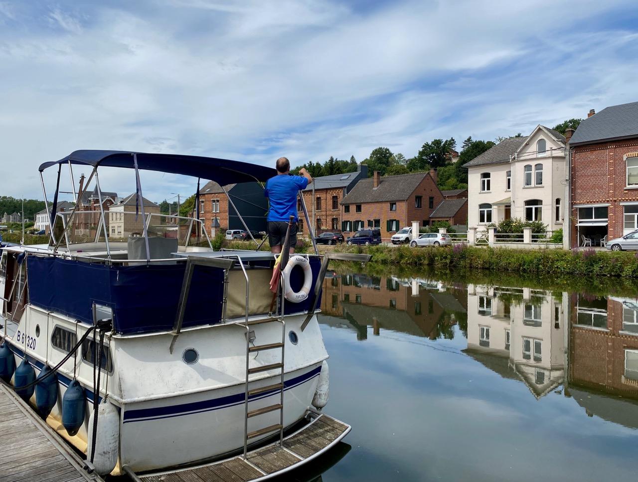 Pays-des-Lacs-Thuin-quartier-des-bateliers-autre-bateau