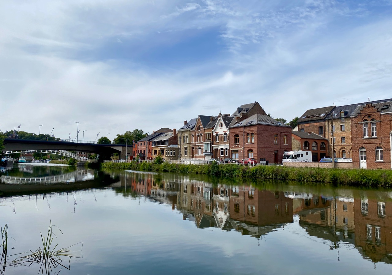 Pays-des-Lacs-Thuin-quartier-des-bateliers-reflets
