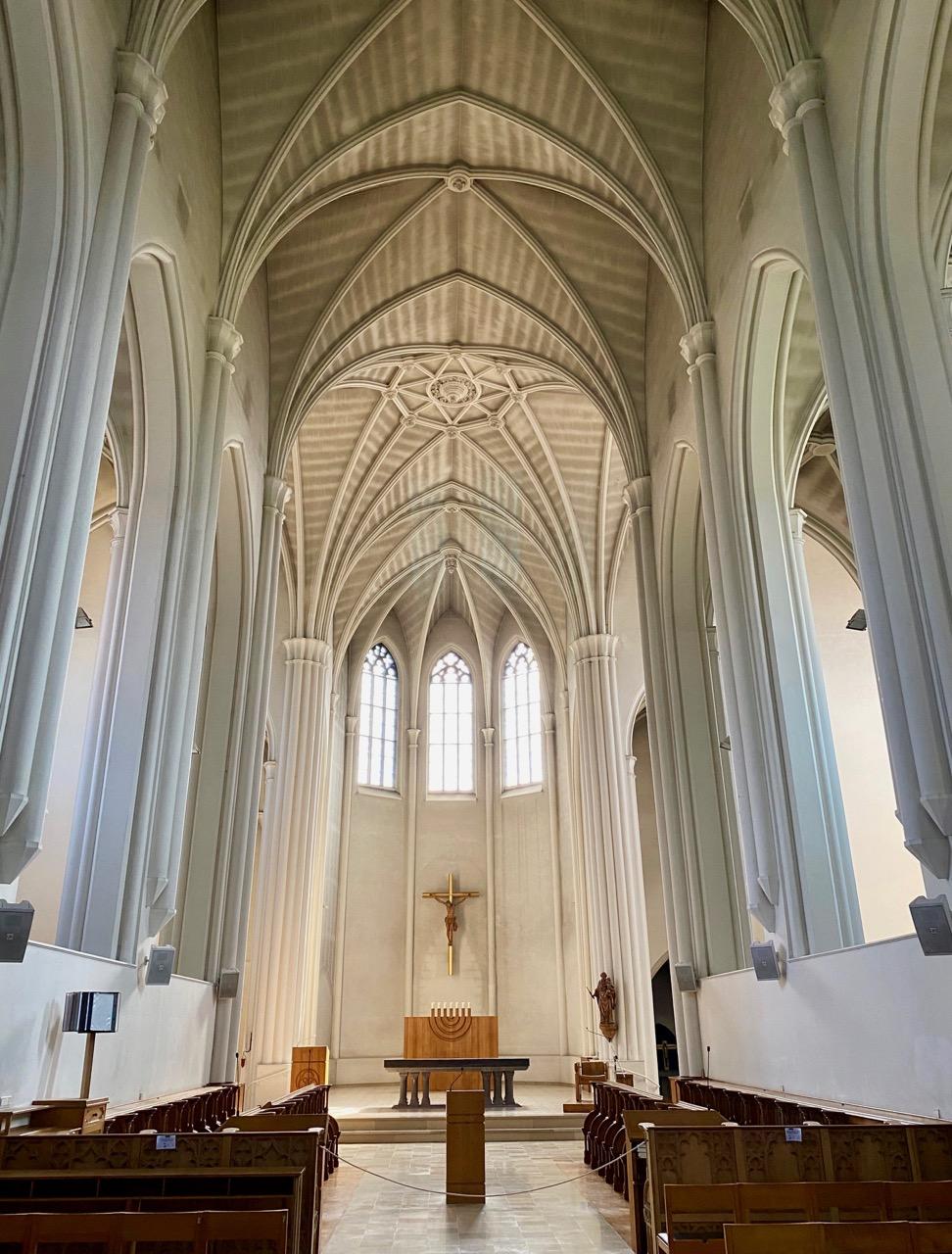 Pays-des-Lacs-abbaye-de-Scourmont-eglise