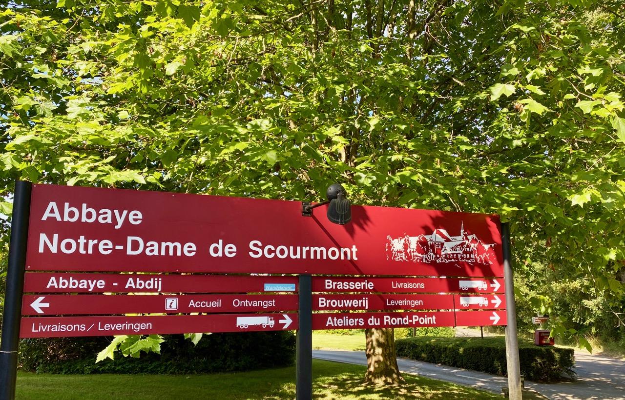 Pays-des-Lacs-abbaye-de-Scourmont-panneau-entree