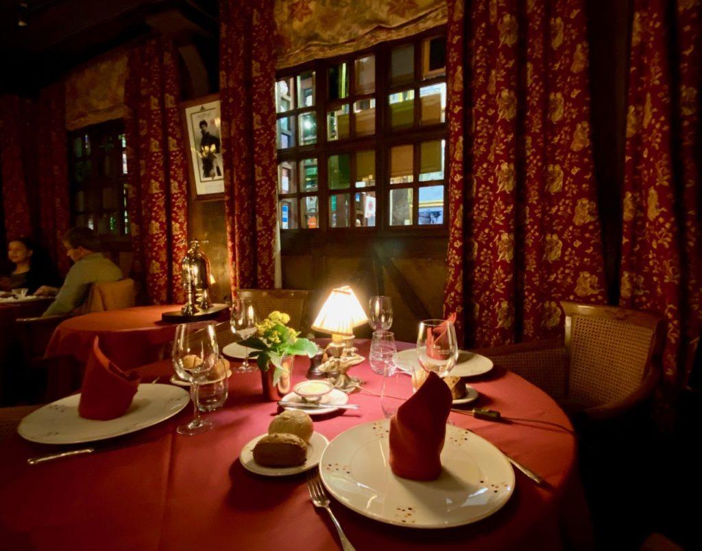 Rouen-La-Couronne-table