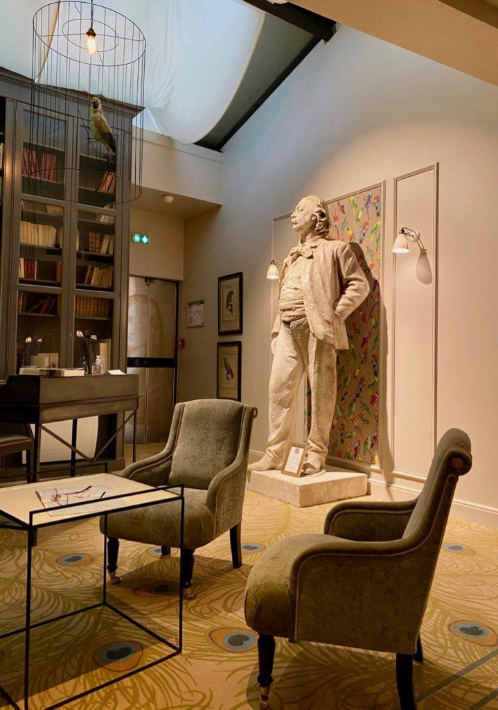 Rouen-hotel-Flaubert-statue-auteur