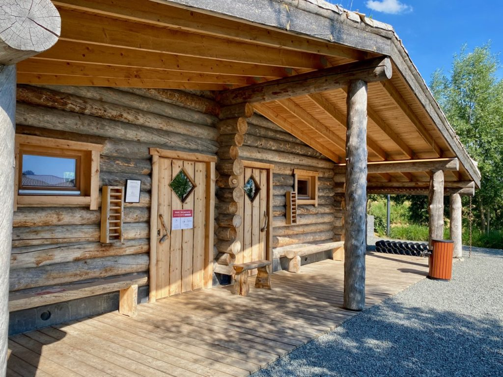 Waer-Waters-zone-naturiste-grand-sauna-entree