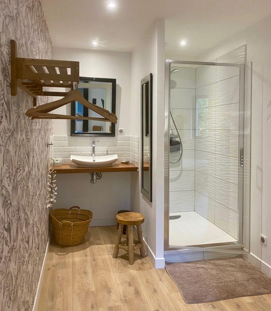 Week-end-Amiens-Au-Jardin-sur-l-eau-chambre-Hortensia-salle-de-bain