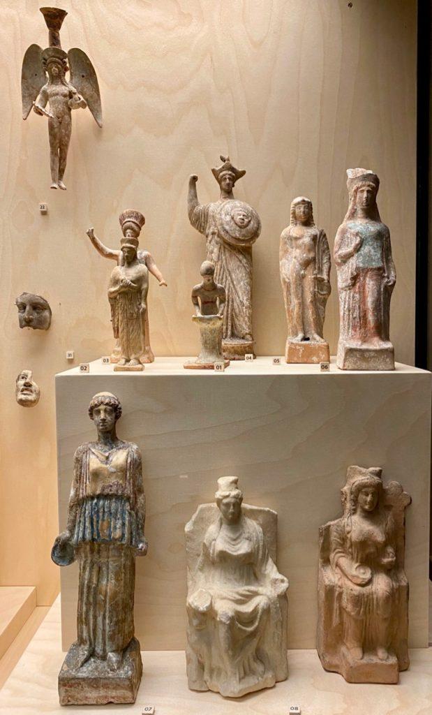 Amiens-musee-de-Picardie-statuettes-en-terre-cuite