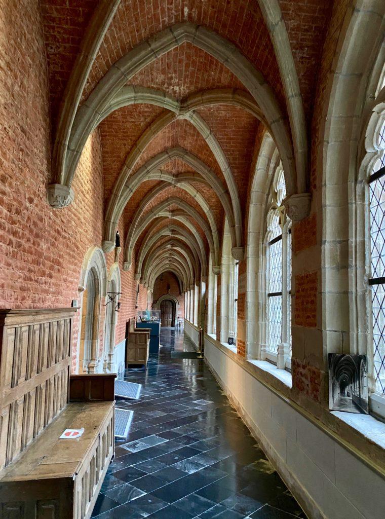 Hopital-Notre-Dame-a-la-Rose-Lessines-couloir-voute