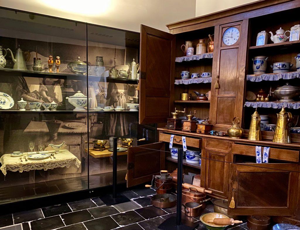 Hopital-Notre-Dame-a-la-Rose-Lessines-cuisine-etageres