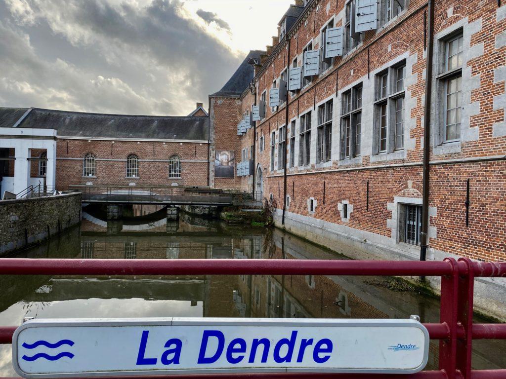 Hopital-Notre-Dame-a-la-Rose-Lessines-exterieur-Dendre