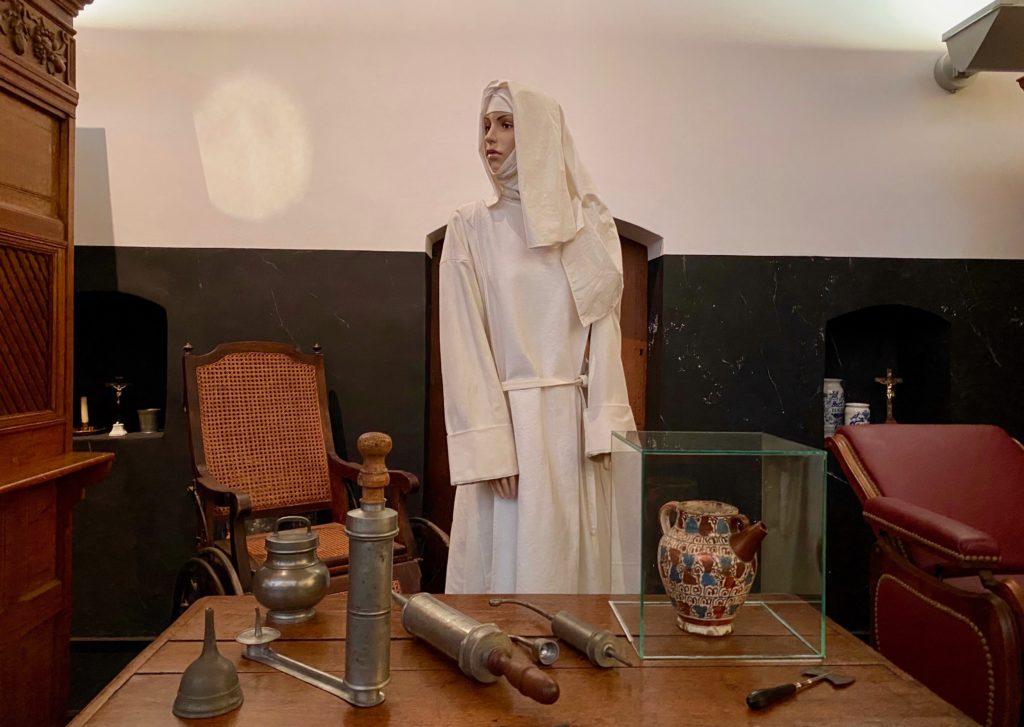 Hopital-Notre-Dame-a-la-Rose-Lessines-mannequin-soeur