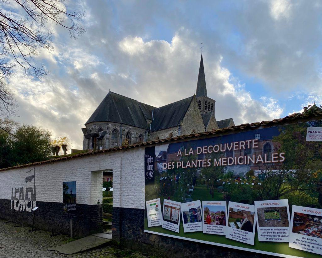 Hopital-Notre-Dame-a-la-Rose-Lessines-mur-jardin