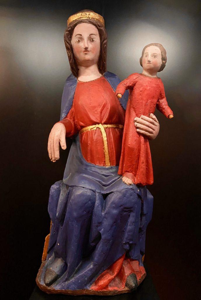 Hopital-Notre-Dame-a-la-Rose-Lessines-statue-Vierge-Enfant