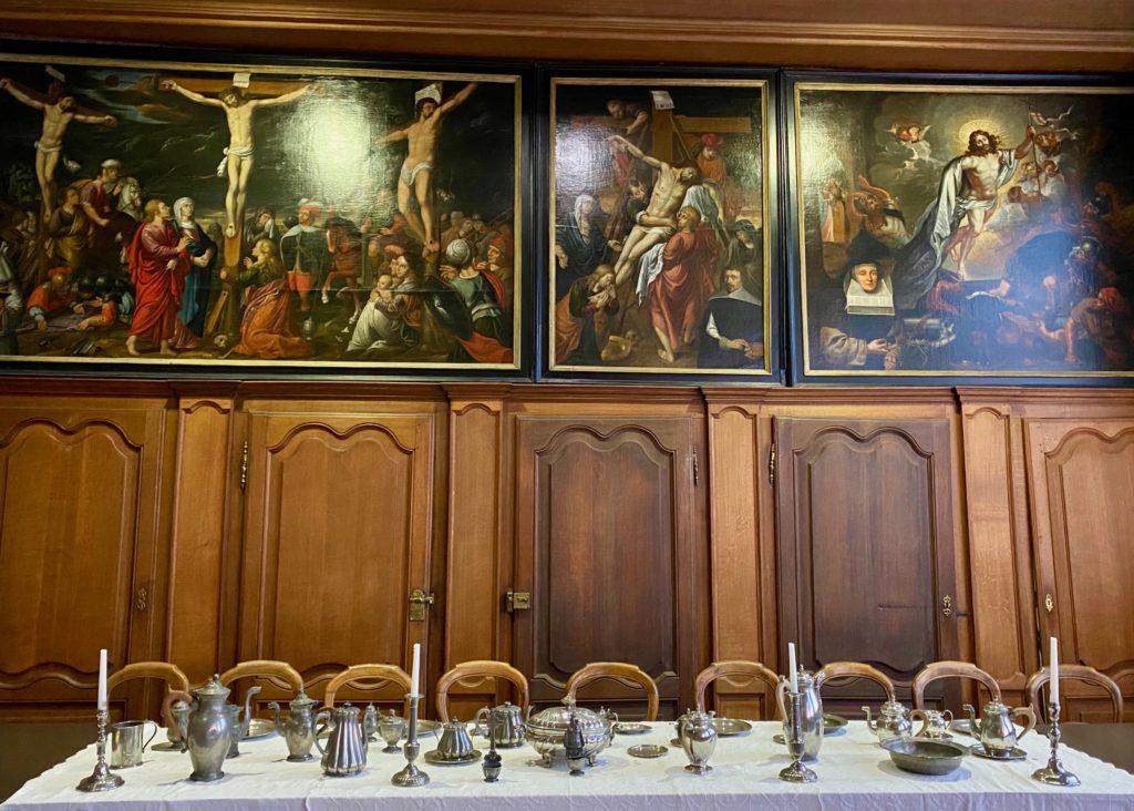 Hopital-Notre-Dame-a-la-Rose-Lessines-table-refectoire