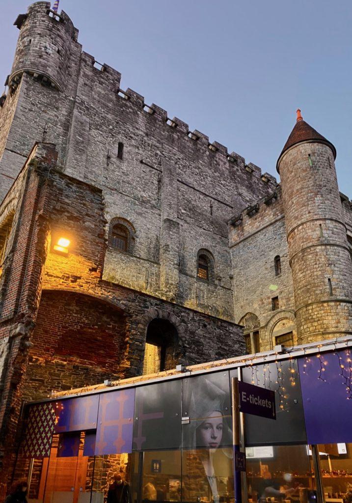 Gand-chateau-des-Comtes-exterieur-crepuscule