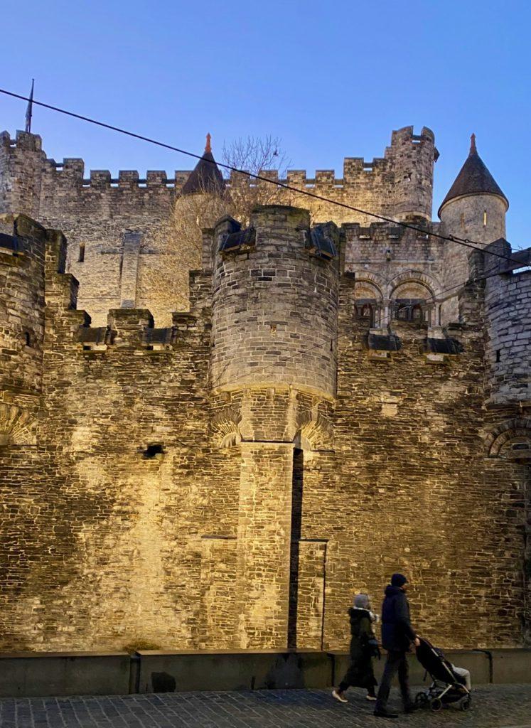 Gand-chateau-des-Comtes-vue-arriere-crepuscule