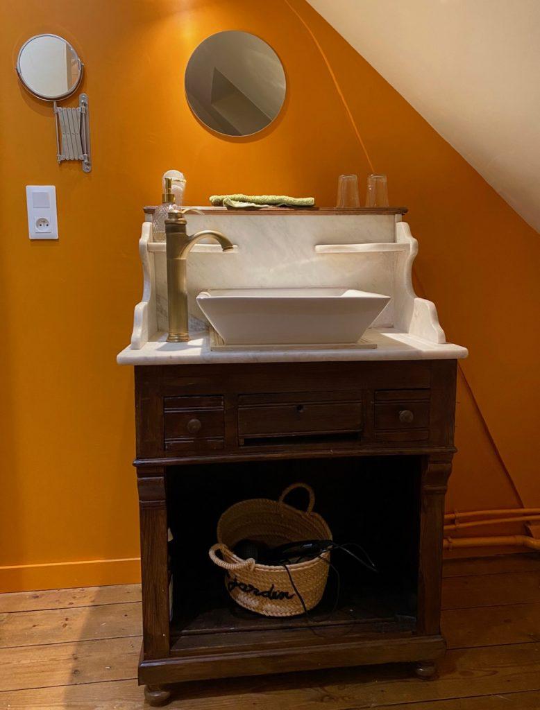 Le-Jardin-chambres-d-hotes-Cahon-Cime-lavabo