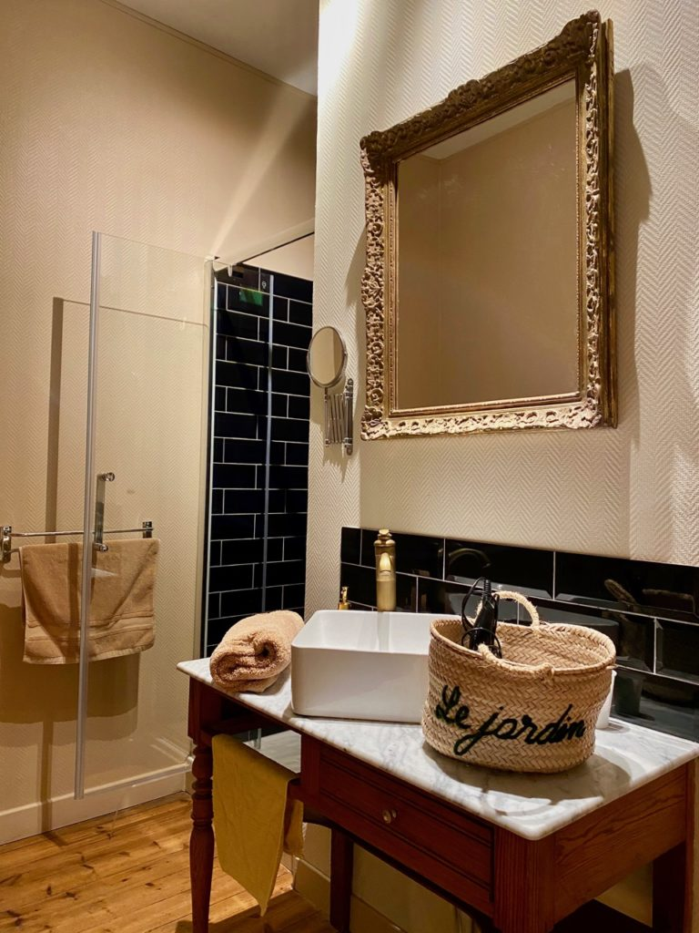 Le-Jardin-chambres-d-hotes-Cahon-chambre-Infini-salle-de-bain