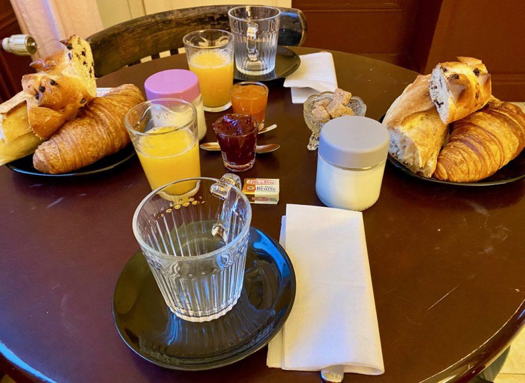 Le-Jardin-chambres-d-hotes-Cahon-petit-dejeuner