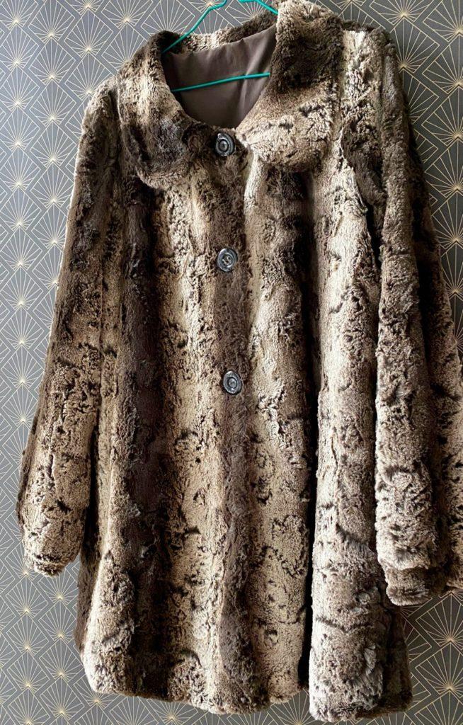 Manteau-fausse-fourrure