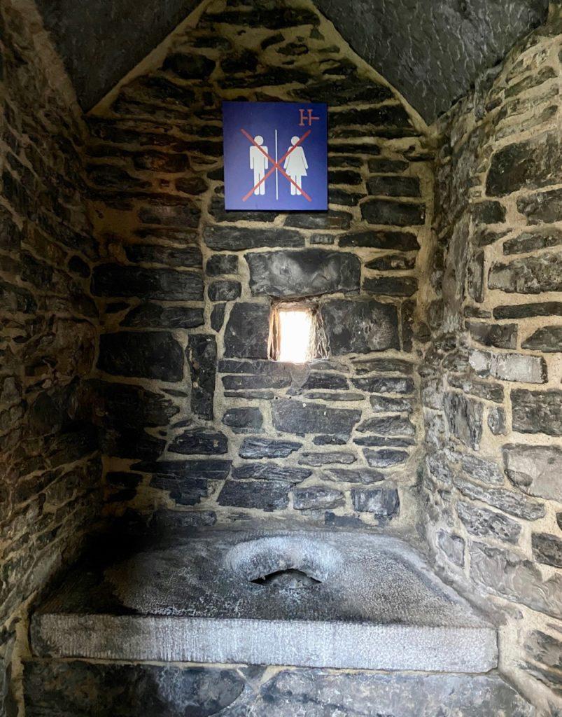 Toilettes-Moyen-Age