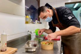 Marquette-vente-a-emporter-Kevin-Barata-en-cuisine