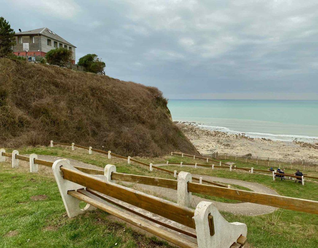 Bois-de-Cise-descente-vers-plage-avec-hotel-Le-Cise