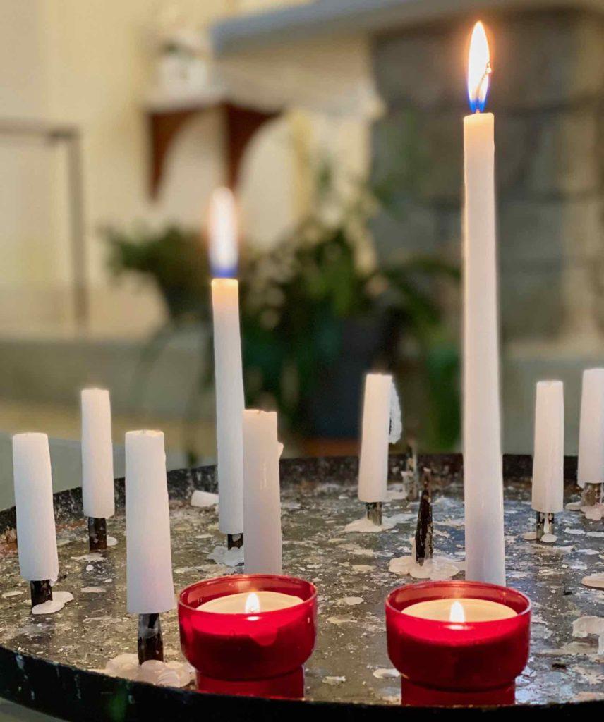 Bois-de-Cise-eglise-Sainte-Edith-bougies