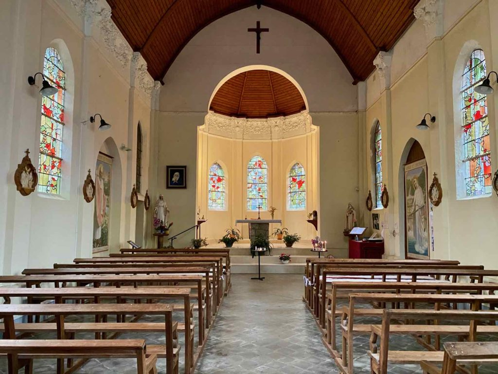 Bois-de-Cise-eglise-Sainte-Edith-interieur