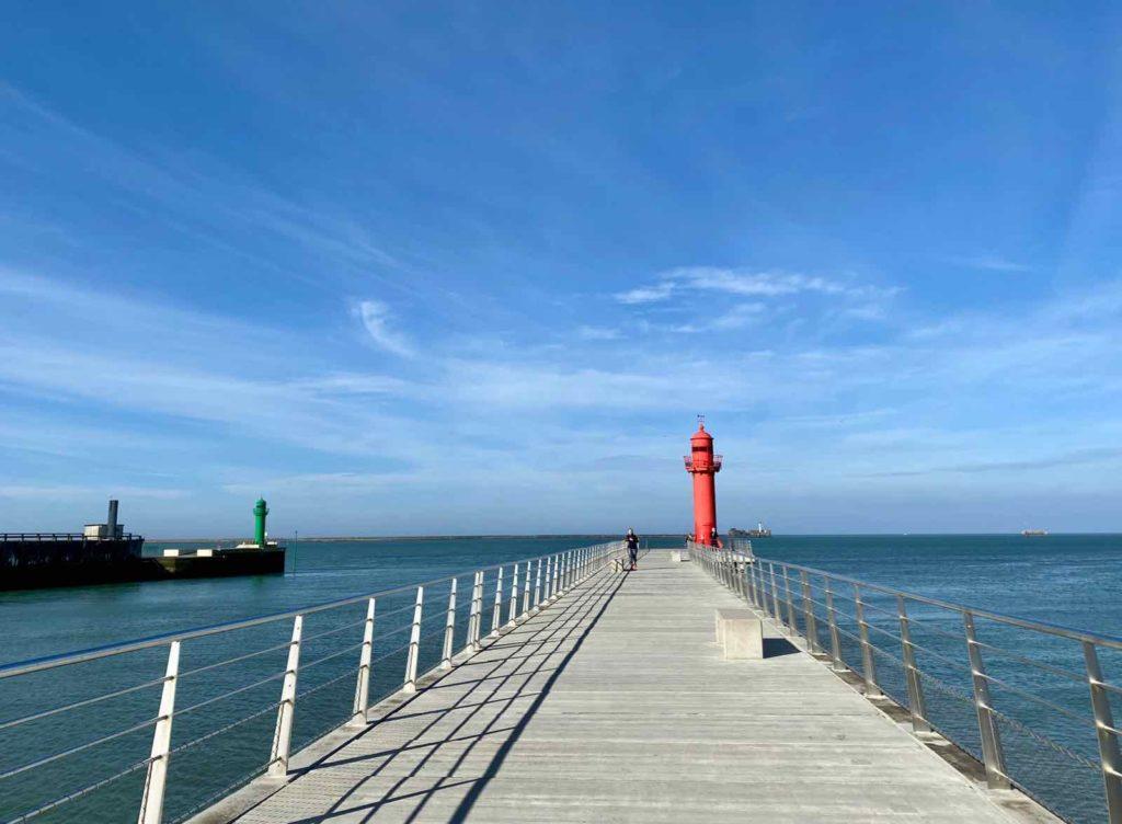 Boulogne-sur-Mer-digue-du-phare-rouge