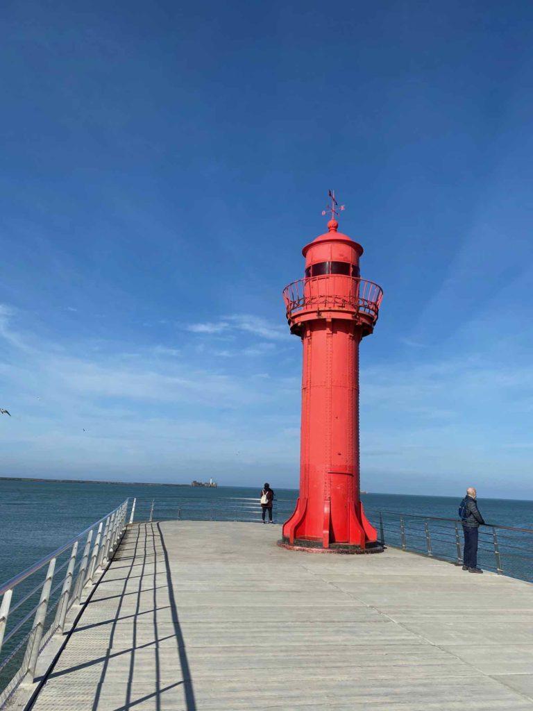 Boulogne-sur-Mer-digue-du-phare-rouge-hauteur