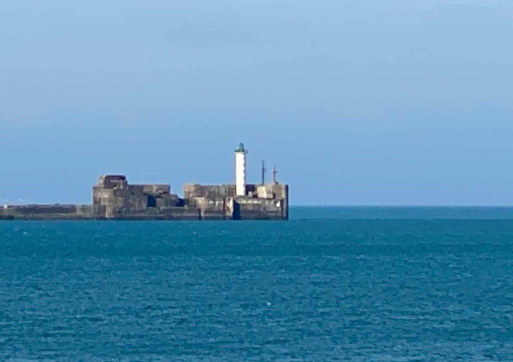 Boulogne-sur-Mer-phare-en-mer