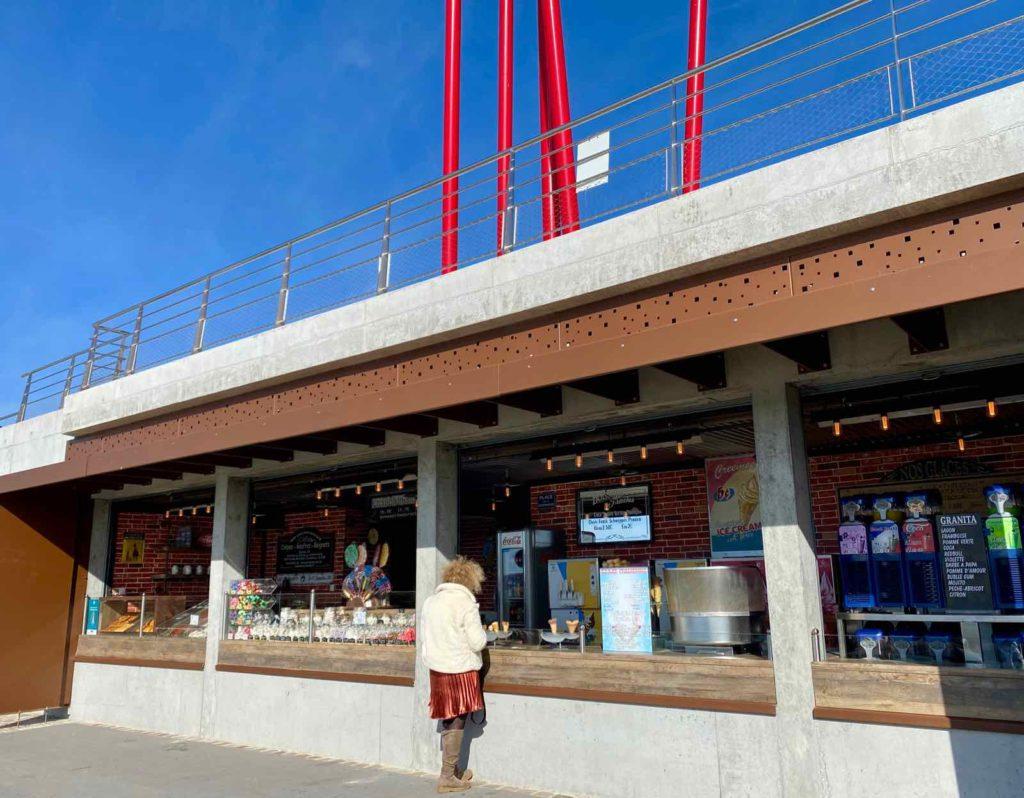 Boulogne-sur-Mer-quais-de-la-Liane-amenages-stand-sucreries