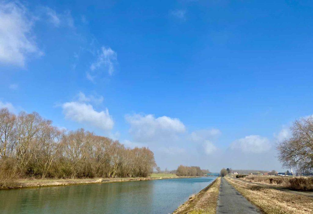 Le-Canal-du-Nord-et-ses-berges