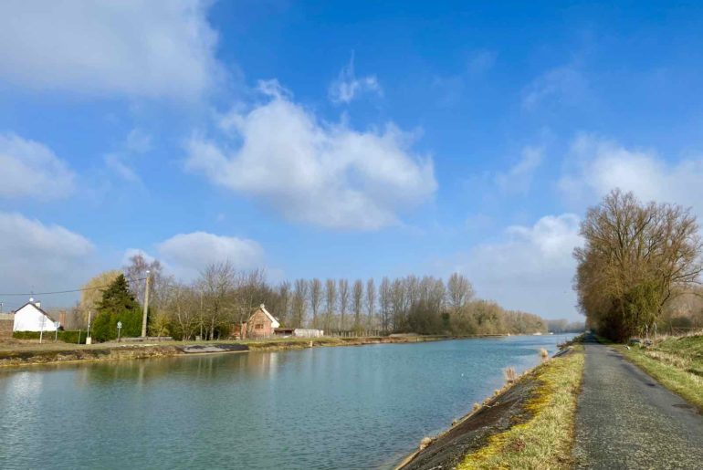 Le-Canal-du-Nord-sous-ciel-avec-nuages