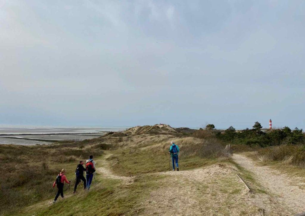 Sentier-dunaire-de-la-baie-d-Authie-marcheurs