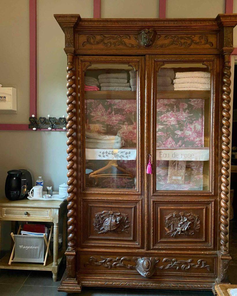 Couloisy-Un-air-de-campagne-Eau-de-Rose-armoire
