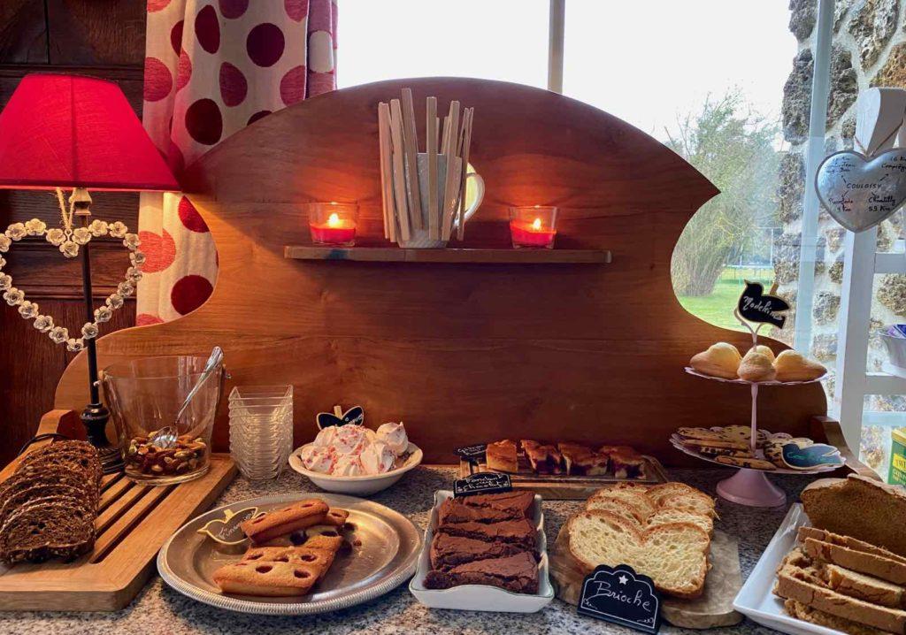 Couloisy-Un-air-de-campagne-Eau-de-Rose-buffet-petit-dejeuner