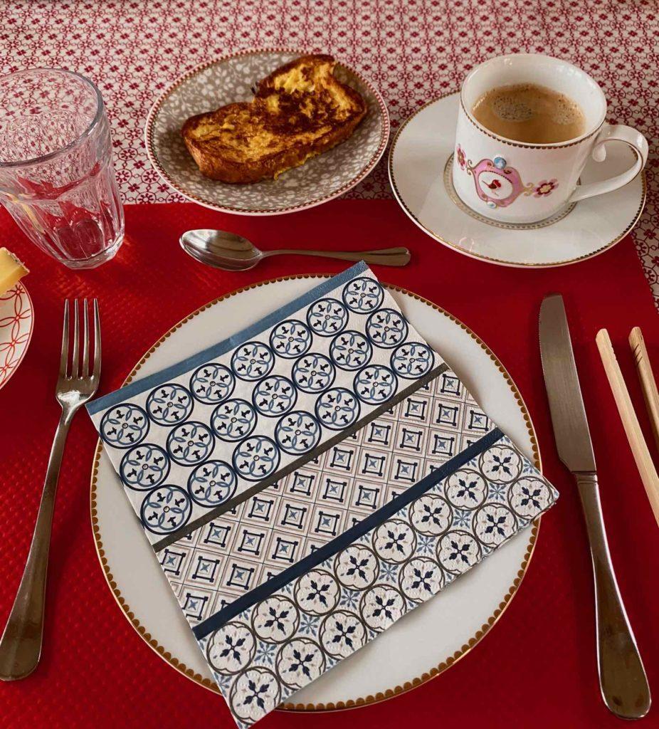 Couloisy-Un-air-de-campagne-Eau-de-Rose-table-petit-dejeuner