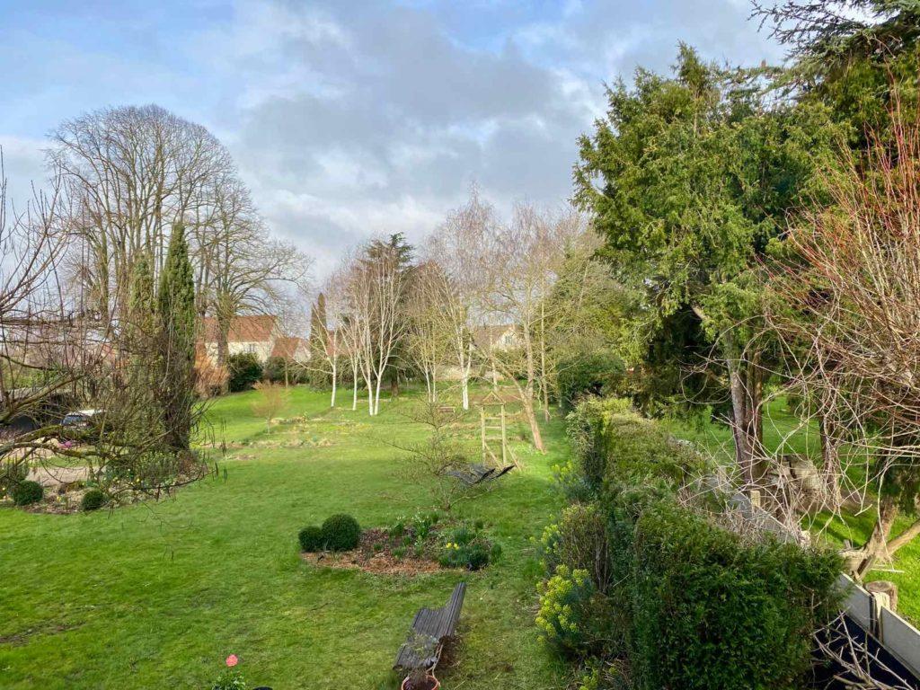 La-Maison-et-L'Atelier-Crouy-en-Thelle-Oise-jardin-jour-deux