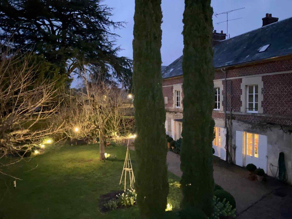 La-Maison-et-L'Atelier-Crouy-en-Thelle-Oise-jardin-nuit