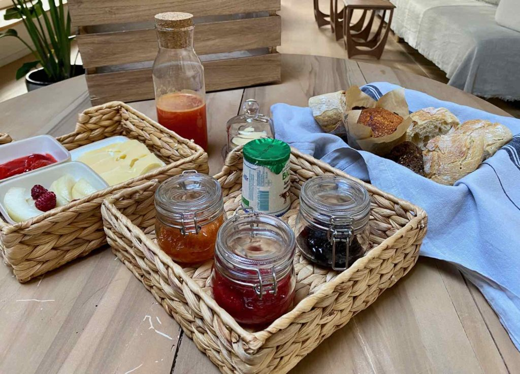 La-Maison-et-L'Atelier-Crouy-en-Thelle-Oise-petit-dejeuner-ouvert