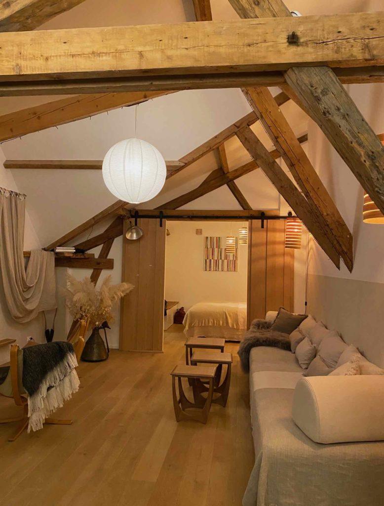 La-Maison-et-L'Atelier-Crouy-en-Thelle-Oise-salon-vue-chambre
