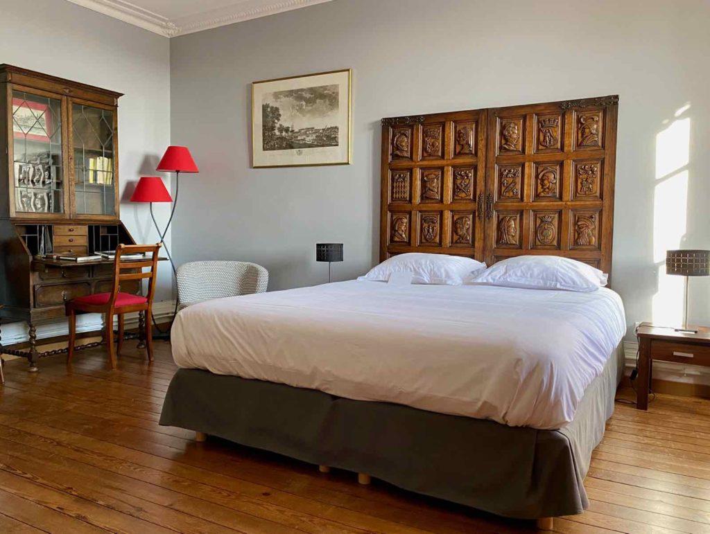 Senlis-La-Boheme-chambre-cinq-lit
